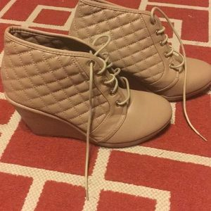 Shoes - Gorgeous tan booties